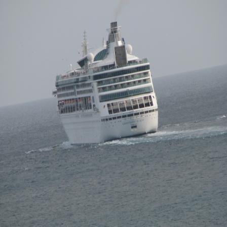 Album - Cruise ship turns over